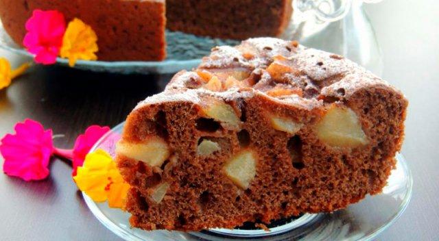 Шоколадная шарлотка с грушами
