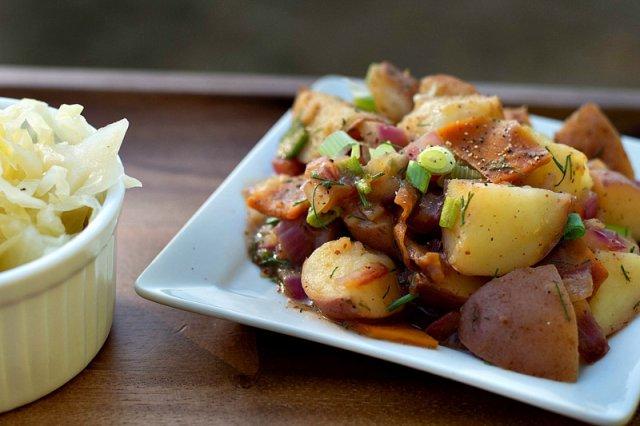 Немецкий горячий картофельный салат с беконом