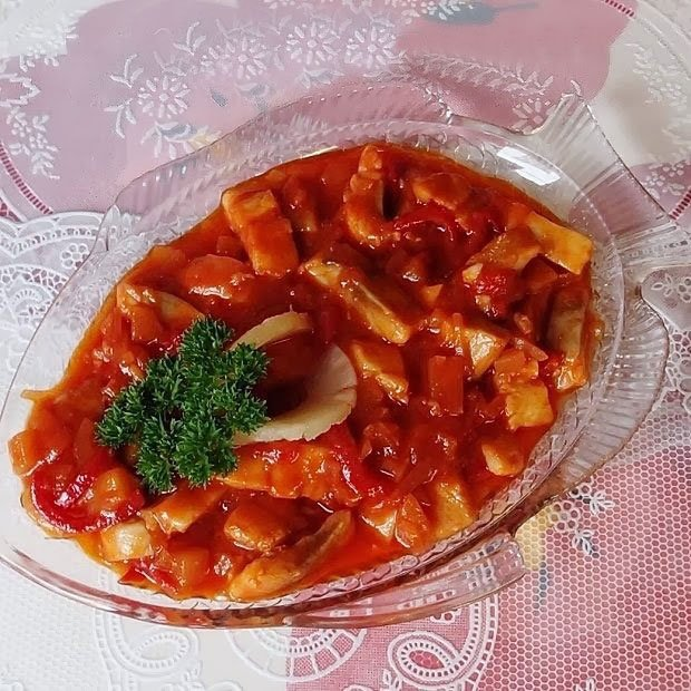 Рыба под кисло-сладким соусом c фасолью и ананасами