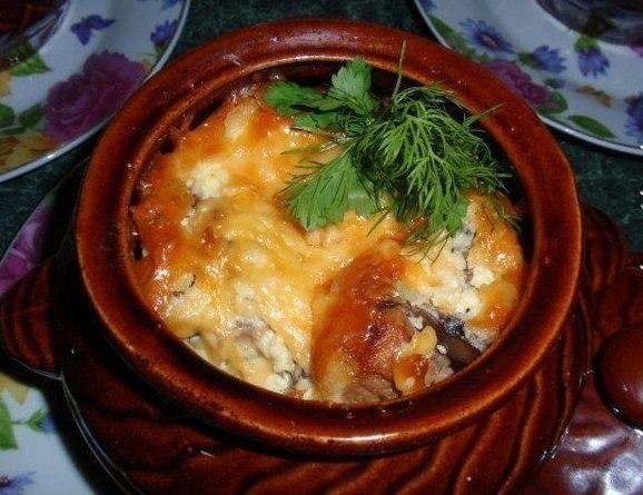Горшочков с мясом и грибами и сыром