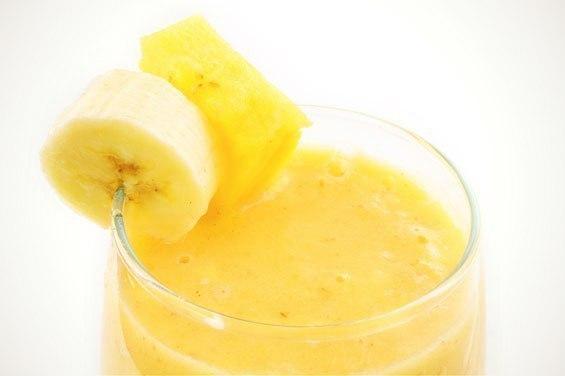 Фруктовый коктейль 'Банан + апельсин + ананас'