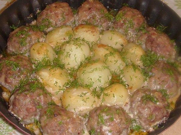 Котлетки с картошкой в сметанно-томатном соусе. Рецепт приготовления