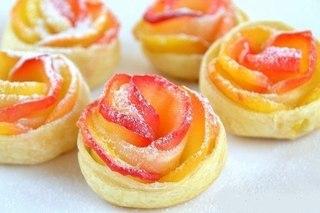 Слойки с яблоками «Розочки». Рецепт приготовления