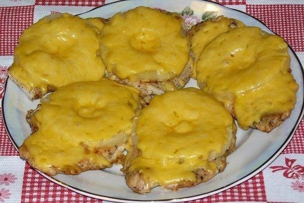 Отбивные куриные с ананасом и сыром фото