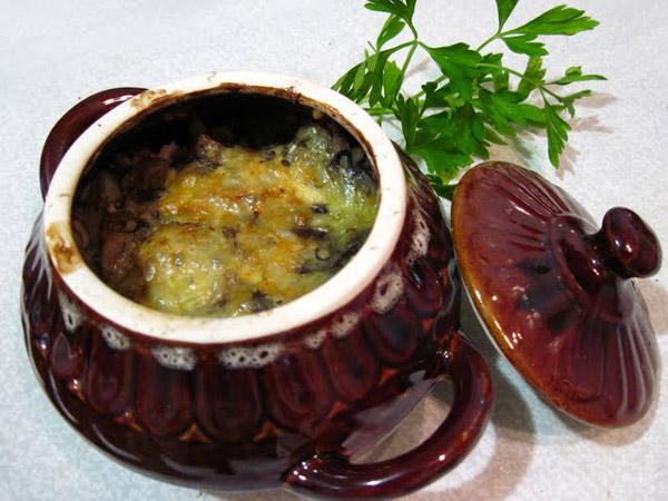 Рецепт приготовления мяса с грибами запеченное в горшке